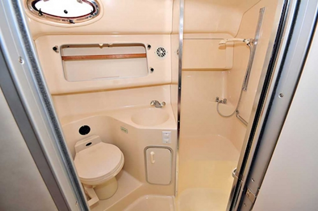 37-FT-SeaRay-Sundancer-Power-Yacht-Up-to-10-People-Lower-Deck-Full-Bathroom