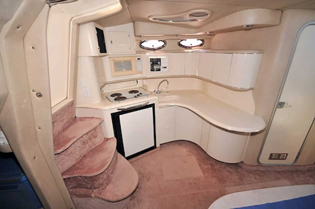 37-FT-SeaRay-Sundancer-Power-Yacht-Up-to-10-People-Open-Plan-Galley