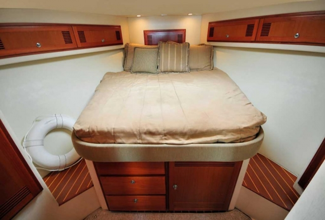 35-ft-Cabo-fishing-yacht-IHead-Master-stateroom