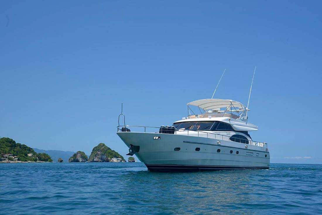 5-FT-Vitech-Power-Yacht-Up-to-25-People-Los-Arcos-Anchorage