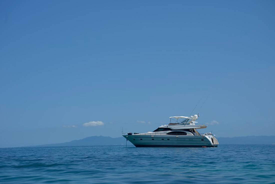 65-FT-Vitech-Power-Yacht-Up-to-25-People-Ocean-Profile
