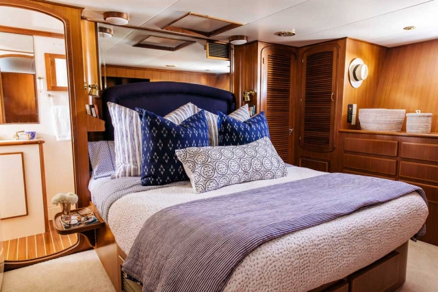 12-Mikelson-64-interior-Boat