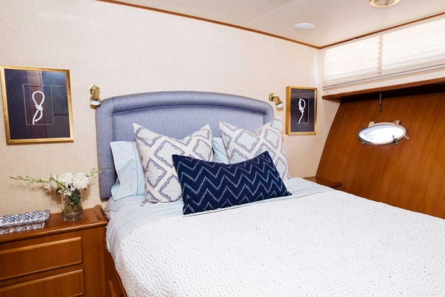 15-Mikelson-64-interior-Boat