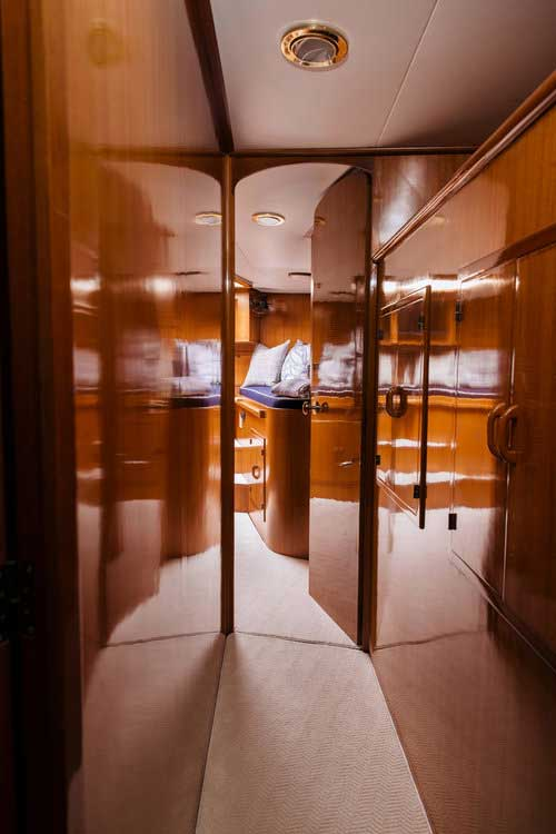 17-Mikelson-64-interior-Boat