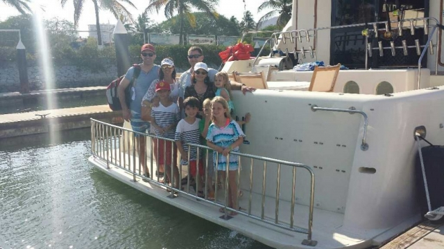 34-Mikelson-64-family-on-stern