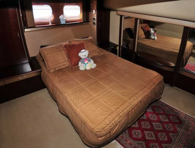 60 FT Sea Ray - Power Yacht - Up to 18 people - Master-Stateroom