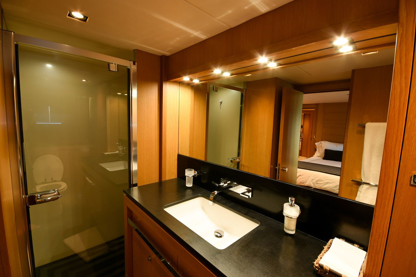 112 ft.-Sunseeker-Power-Yacht - Guests-Cabins-Bathroom